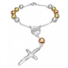 Trojfarebný náramok na ruku - guličky, medailón, kríž