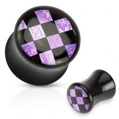 Lesklý sedlový plug do ucha čiernej farby, akryl, čierno-fialová šachovnica
