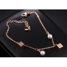 """Oceľový náramok medenej farby - perleťové guličky, lesklé kocky s nápisom """"LOVE"""""""