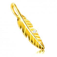 Prívesok z 9K zlata - lesklé gravírované pierko, zirkón